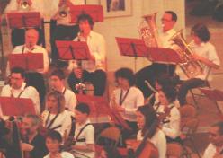 Concert de printemps des Ateliers-Harmonie La Châtelleraudaise et de l'Orchestre de l'Ecole de Cordes du Loudunais le Dimanche 21 Mars 2010, à la Collégiale Sainte-Croix de Loudun. Avec la participation d'une dizaine d'élèves de l'Ecole des Tilleuls d'Angliers initiés à la pratique instrumentale (violon, alto, violoncelle et contrebasse) lors de nos résidences d'Octobre 2009 et Février 2010, au Pavillon du Québec à Angliers. Direction Olivier Sinaud et Nicolas Verdon.  Prochains concerts en commun : Nouveau Théatre de Châtellerault le Dimanche 25 Avril 2010 à 16 H Invité :  le Quintette de cuivres de l'Orchestre Poitou-Charente