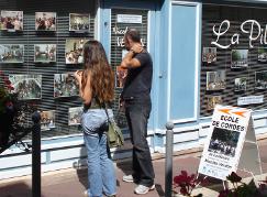 Dans la continuité des animations municipales estivales, Exposition de photos rétrospective des concerts de l'année scolaire 2008_2009, sur la vitrine du nMagasin ''La Pibole'' au 35 et 37 rue de la porte de Chinon à Loudun (10km de loudun, 55 km de Poitiers, 25 km de Chinon, 25 km de Thouars, 45 de Saumur, 50 km de Chatellerault.